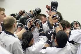 Vechtsport Voor Zelfverdediging Als Hij Zijn Vrienden Heeft Meegenomen?